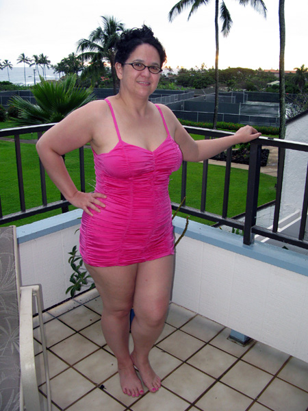5 Foot 3 150 Pounds http://corpgoth.blogspot.com/2011/03/size-is-just-number-swimsuit-edition.html
